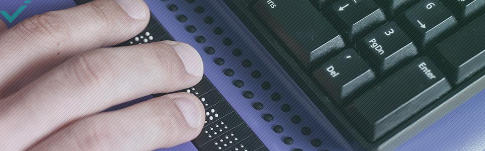 El braille, en su sentido tradicional de puntos en relieve sobre un papel especialmente formateado, sigue teniendo un cometido esencial en el desarrollo de la alfabetización escrita.